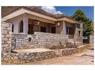 Beautiful home in Kokkala, Mani w/ 4 Bedrooms