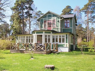 Amazing home in Ystad w/ WiFi and 4 Bedrooms