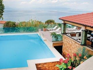 Nice home in Petalou, Korinthias w/ WiFi and 4 Bedrooms