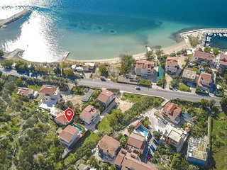 Awesome home in Duce Luka w/ WiFi and 5 Bedrooms (CDF702)