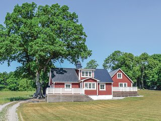 Amazing home in Våxtorp w/ 3 Bedrooms