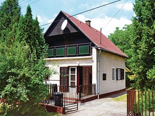 Beautiful home in Balatonszarszo w/ 3 Bedrooms
