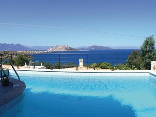 Beautiful home in Aigina Saronic Island w/ 3 Bedrooms and WiFi