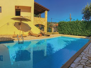 Amazing home in Aigio w/ Outdoor swimming pool, WiFi and 3 Bedrooms (GPE387)