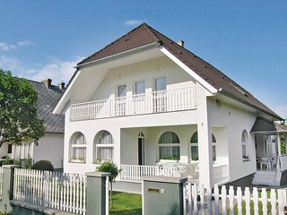 Awesome home in Balatonszarszo w/ 7 Bedrooms and WiFi