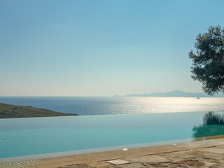 Amazing home in Aigina Saronic Island w/ WiFi and 4 Bedrooms