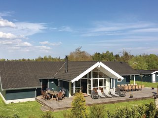 Amazing home in Væggerløse w/ Sauna, WiFi and 5 Bedrooms
