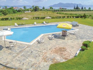 Amazing home in Kamena Vourla w/ WiFi and 9 Bedrooms