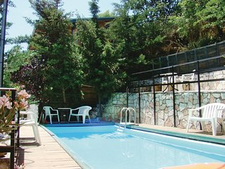 Nice home in Molos Kammena Vourla w/ Outdoor swimming pool and 3 Bedrooms