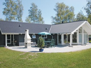 Stunning home in Vaeggerlose w/ Sauna, 4 Bedrooms and WiFi (K13295)