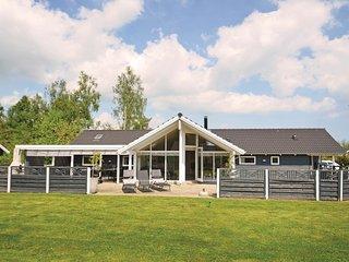 Nice home in Vaeggerlose w/ Sauna, WiFi and 4 Bedrooms