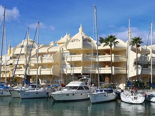 Luxurious Benalmadena Harbour 2BR w/ Rooftop Pool