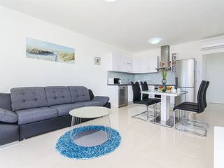 Apartments Villa V (32071-A3)