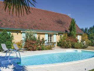 Amazing home in Montignac w/ WiFi, 3 Bedrooms and Outdoor swimming pool