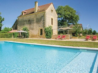 Nice home in Domme w/ WiFi, Outdoor swimming pool and 4 Bedrooms