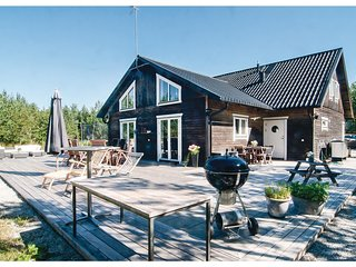Amazing home in Lärbro w/ 4 Bedrooms