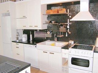 Amazing home in Larbro w/ 4 Bedrooms