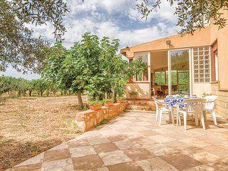 Beautiful home in Sciacca AG w/ 2 Bedrooms