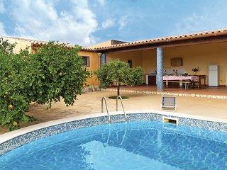 Charakterystczny dom z basenem na Sycylii.