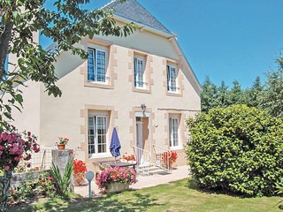 Amazing home in Saint Jean-Trolimon w/ 2 Bedrooms