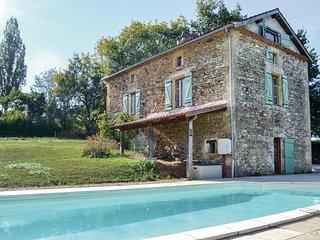 Nice home in Villefranche-du-Perigo w/ 3 Bedrooms (FAD749)