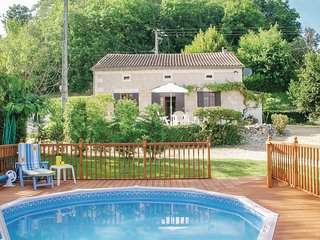 Amazing home in Douzillac w/ 4 Bedrooms (FAD762)
