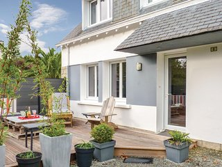 Amazing home in Fouesnant w/ WiFi and 3 Bedrooms (FBF575)
