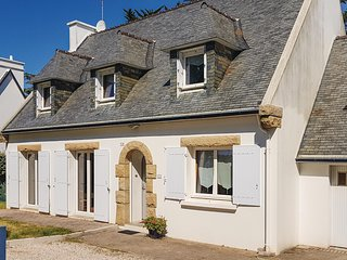 Amazing home in Fouesnant w/ WiFi and 4 Bedrooms