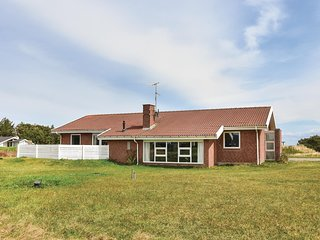 Awesome home in Ringkøbing w/ Sauna, WiFi and 6 Bedrooms