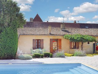 Amazing home in St Pierre d'Eyraud w/ WiFi and 3 Bedrooms
