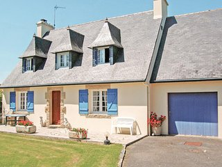 Beautiful home in Pont l'Abbé w/ 3 Bedrooms