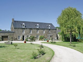 Nice home in Roz-Landrieux w/ WiFi and 2 Bedrooms