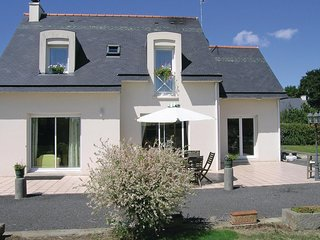 Nice home in Roz-Landrieux w/ WiFi and 2 Bedrooms (FBI098)