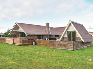 Beautiful home in Ringkøbing w/ WiFi and 5 Bedrooms