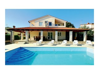 Nice home in Tar-Vabriga w/ WiFi and 3 Bedrooms