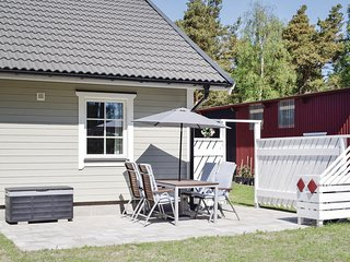 Nice home in Katthammarsvik w/ 2 Bedrooms and WiFi