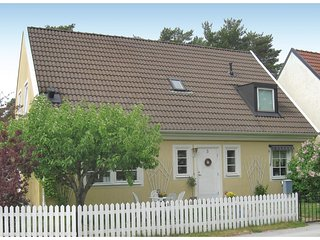 Nice home in Visby w/ 3 Bedrooms