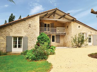 Stunning home in St Vivien de Monsegur w/ 3 Bedrooms
