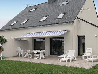 Awesome home in Carnac w/ 5 Bedrooms