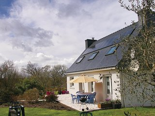 Stunning home in Plouay w/ WiFi and 4 Bedrooms (FBM234)