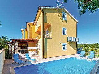 Nice home in Perci w/ WiFi and 6 Bedrooms