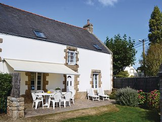 Nice home in Carnac w/ WiFi and 3 Bedrooms