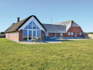 Stunning home in Ringkøbing w/ Sauna, WiFi and 8 Bedrooms