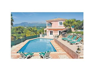 Villa in Hollywoodstijl met uniek panorama (FCA255)