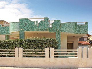 Nice home in Punta Braccetto -RG- w/ 3 Bedrooms