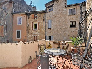 Amazing home in Vence w/ 2 Bedrooms