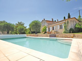 Awesome home in Grasse w/ WiFi and 4 Bedrooms