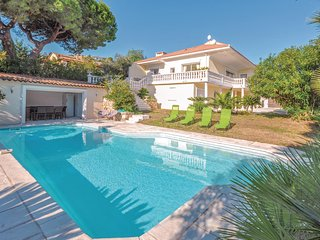 Stunning home in Golfe Juan w/ WiFi and 4 Bedrooms (FCA559)