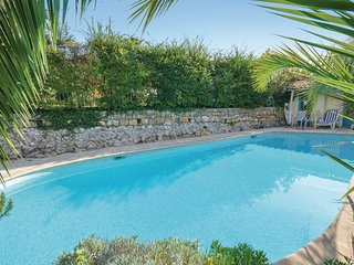 Awesome home in Vence w/ WiFi and 5 Bedrooms