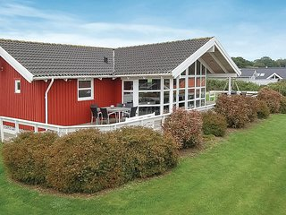 Stunning home in Sjølund w/ Sauna, WiFi and 4 Bedrooms